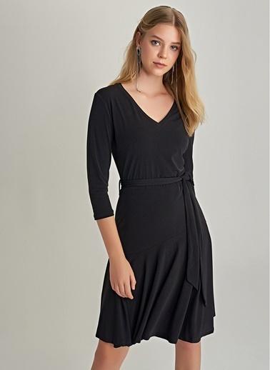 NGSTYLE V Yaka Volanlı Elbise Siyah